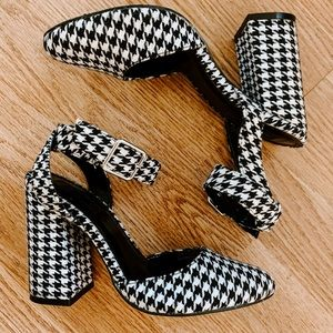 FOREVER 21 HOUNDSTOOTH ROUND TOE HEELS- 5.5